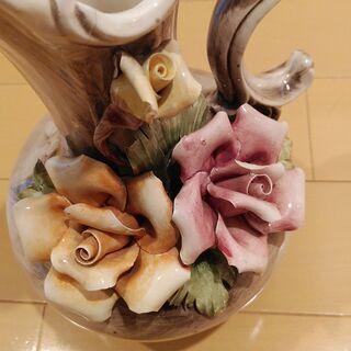 お値下げ イタリア製 バラ 陶花 水差し型 花瓶 陶器 飾り壺 ...