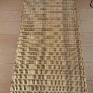 竹細工?のテーブル