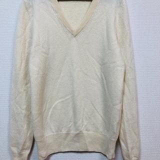 UNIQLOユニクロのクリーム色Vネックセーター
