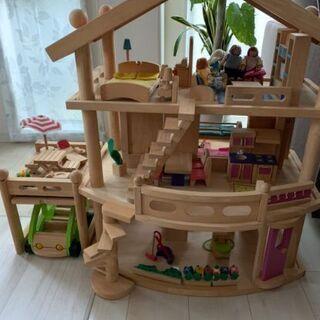 木製ドールハウス