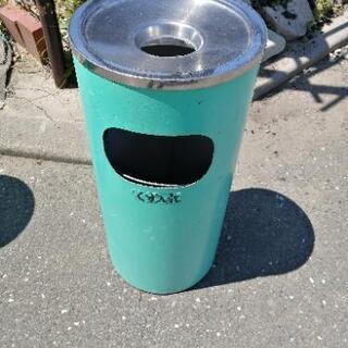 ゴミ箱 野外 ②