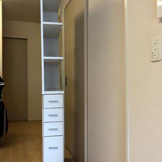 キッチンの細い棚