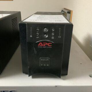 APC Smart-UPS 750VA USB & シリアル 1...