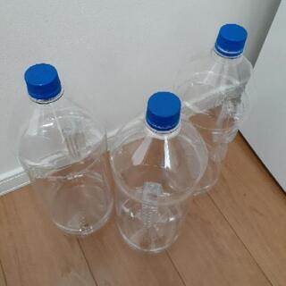 4リットルペットボトル3本あります。