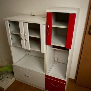 右の赤色の棚(炊飯器収納出来る棚)