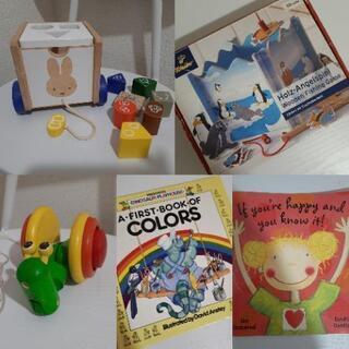 木のおもちゃと本(英語)