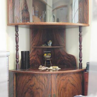 木製コーナーラック  湾曲ガラス飾り棚