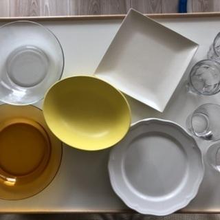 ボウル3枚、平皿3枚、グラス4個