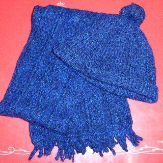 手編みのマフラーと帽子