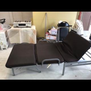 折り畳みベッド❗️リクライニング、キャスター付き✨畳んでソファーとしても使えます✨ブラウン - 家具