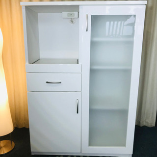 キッチン収納🌟食器棚🌟コンセント付き🌟磨りガラス🌟清掃済😻