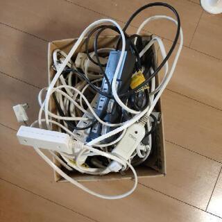 アンテナコード、タコ足延長コード、LANケーブル箱いっぱい