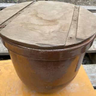木蓋付き壺