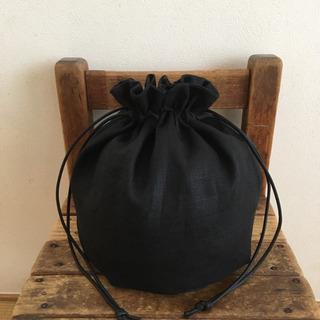 オールブラック リネンの丸底巾着バッグ