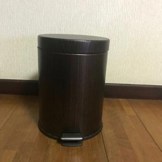 ニトリ ペダル式ゴミ箱 5L