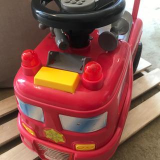 子供用乗り物 消防車 足こぎ 背もたれ付 乗用玩具 現状お渡し