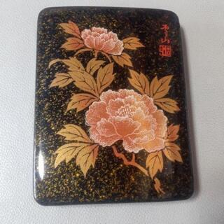 きれいな牡丹の花の絵柄の入れ物 未使用品