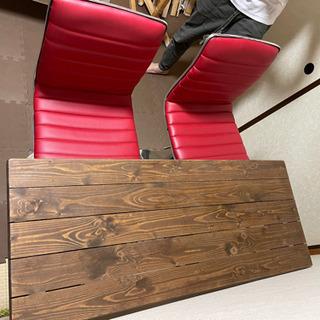木製のテーブル(と回転椅子セット)