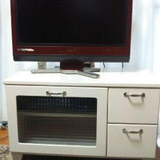 白いコンパクトなテレビ台