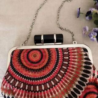 刺繍レースが美しい…レトロながま口バッグ