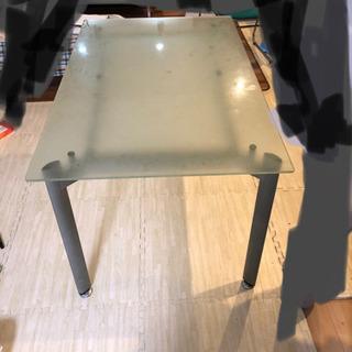 【ネット決済・配送可】ガラステーブル
