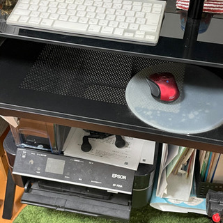 パソコンデスクとイス差し上げます。