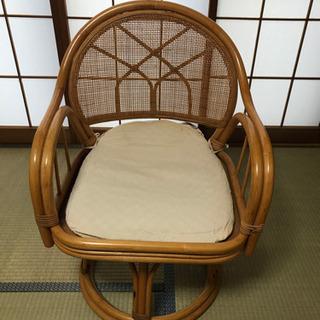 回転式籐椅子