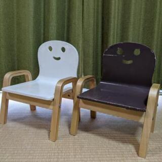 【商談中】子供用の木製の椅子を2つさしあげます。