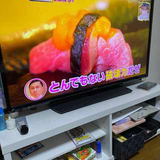 SHARP40型テレビ 2018年製 白のテレビ台付き