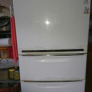 冷蔵庫貰って下さい。