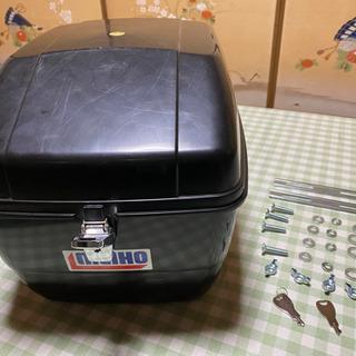 【ネット決済・配送可】バイクのリアボックス(簡易鍵付き)