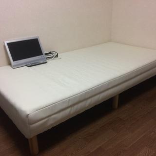 綺麗なシングルベッドと13インチテレビ差し上げます!