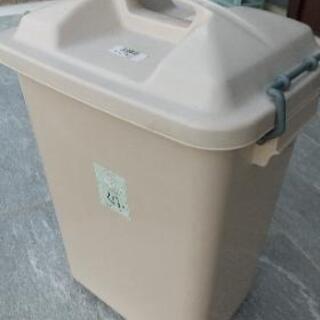 【無料、取りに来てくれる人限定】30リットル用ゴミ箱2つ