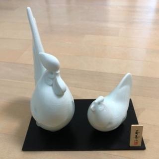 玉善作 2羽のニワトリの置き物