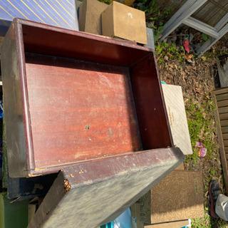 漆器塗りの木箱