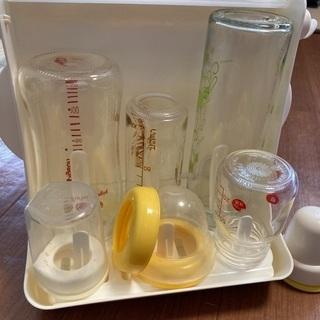 哺乳瓶と消毒ケース