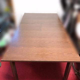 大きさ調節可能なダイニングテーブルと椅子4脚セット 半額以下です − 高知県