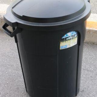 海外製 32ガロン ブラック プラスチック製 ゴミ箱 蓋付き