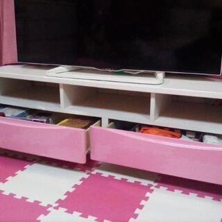 かわいいピンクのテレビ台の出品です。