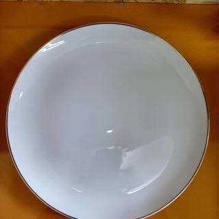 白色の大皿3枚