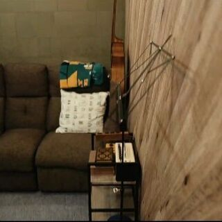 ニトリ電動リクライニングソファー(一部凹み有るが電動には一…