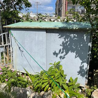 鉄製の大型犬小屋
