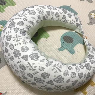 抱き枕、授乳クッション(西松屋)