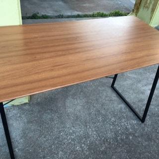 OK 家具で昨年購入したデスクテーブル、スタイリッシュなデ…