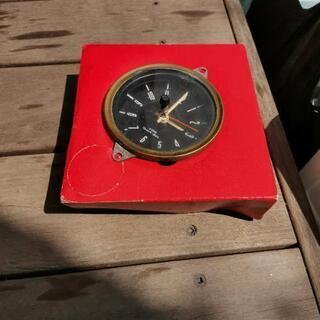 アンティークな車の時計