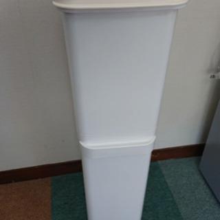 ゴミ箱  20 L×20 L   縦長 2段です^ ^