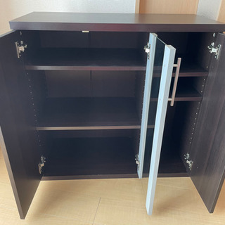 棚が自由自在に動かせる可動式の棚(3段) − 和歌山県