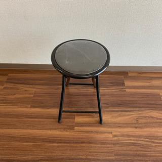 ブラックの椅子
