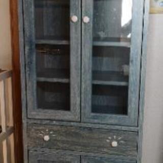 ブルーの本棚、食器棚