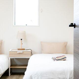 シングルベッド1台 無料 ベッドサイドテーブル無料